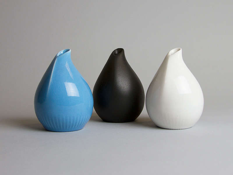 Blue, matte black and glossy white 3D printed porcelain vaces by Salokannel